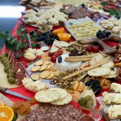 SHARING-GOURMET-GRAZING-TABLES-TO-YOUR-EVENTS